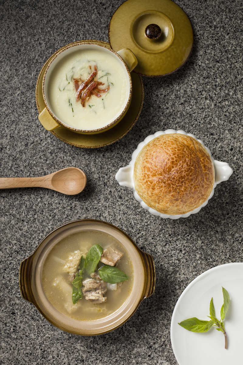 Portuguese and Chinese soup picture menu page.